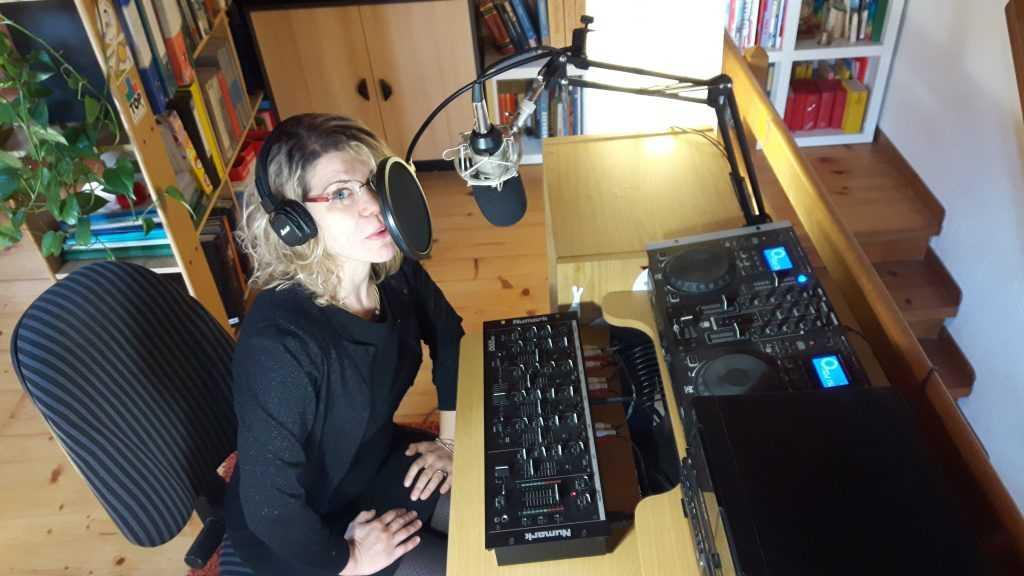 Francesca am Mikrofon